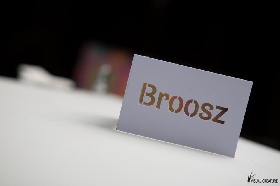 Broosz Custom made business cards VISUAL CREATURE